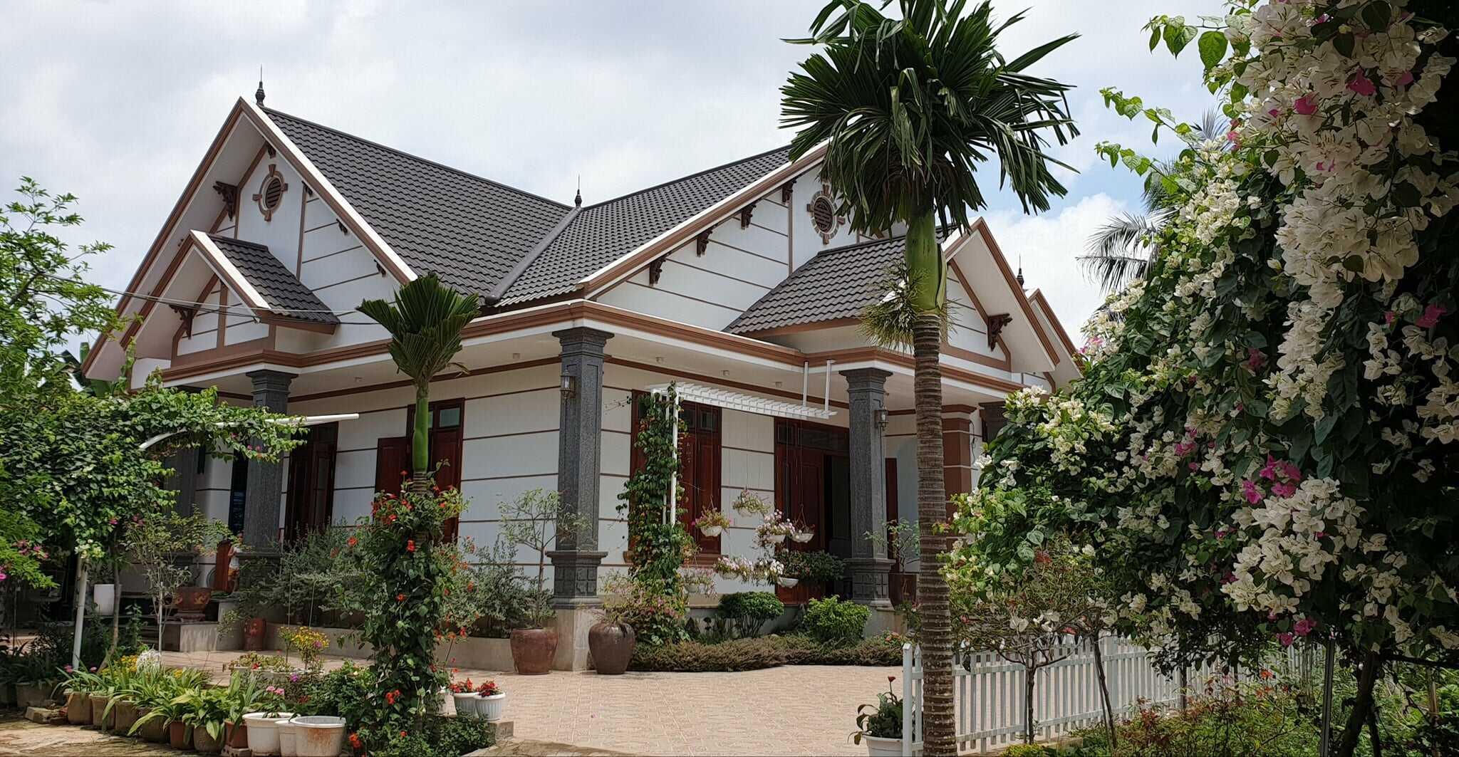 Mẫu nhà cấp 4 mái thái có sân vườn